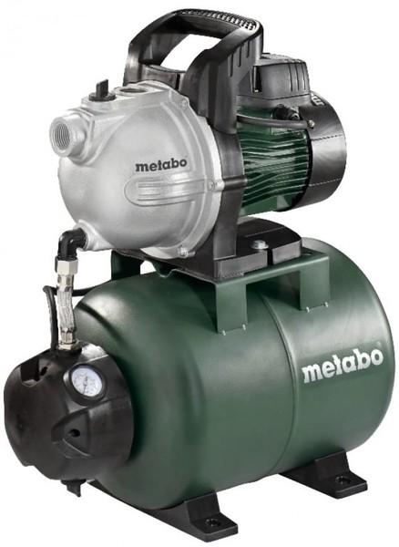 """ŪDENS SŪKNIS-HIDROFORS METABO HWW 3300-25G  Specifikācija Nominālā ieejas jauda: 900W • Spriegums: 230V • Maksimālā padeve: 3300 l/h • Maksimālais sūknēšanas augstums: 8m • Maksimālais padeves augstums: 45 m • Maksimālais spiediens: 4,5 bāri • Sūknēšanas pieslēgumvieta: 1"""" iekšējā vītne • Izlādes pieslēgumvieta: 1"""" Iekšējā vītne • Tvertnes aptuvenā ietilpība: 24 l • Sūkņa korpuss no pelēkā čuguna • Dzenošā vārpsta no kvalitatīva nerūsējošā tērauda • Tērauda tvertne • Viens ritenis • Svars: 16,2"""