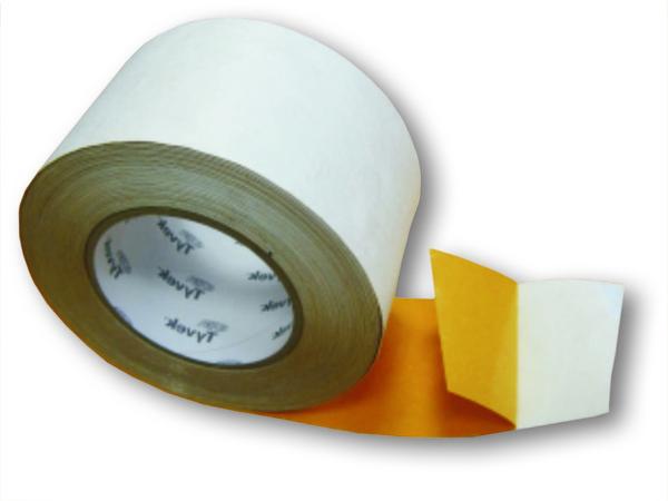 Pašlīmējošā difūzlenta TYVEK TAPE 75mm*25m/rll  Apraksts membrānu savienošanai. Pašlīmējoša lenta ar difūzijas īpašībām membrānu savienošanai. Vienpusēja līmlenta pārlaiduma vietu izolācijai un blīvas izolācijas veidošanai ap izvirzījumiem, cauruļvadiem un logiem. Ieteicams izmantot Tyvek materiāliem un citām difūzmembrānām. Izgatavota no Tyvek materiāla un akrila līmes, izturīgai un ilgstošai sasaistei. Līmslānis nodrošina lielisku salipšanu.  Krāsa: balta.  Cena par m 1.08 EUR Izmēri 75mmx25m